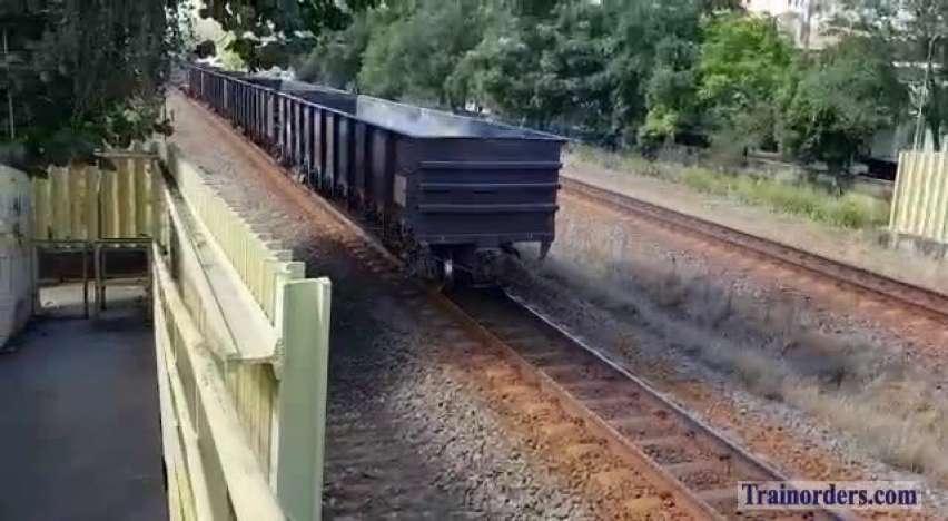 Vale coal derails after hit a truck (Brazil).