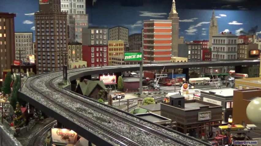 NYC 4-8-4 Niagara #6024 through the city on Corner Field Model RR