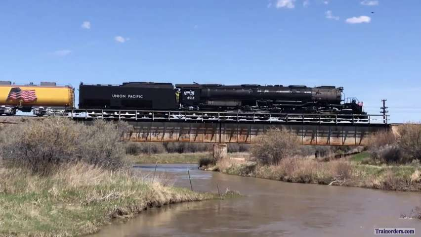 Steam special rolling into Granger, WY