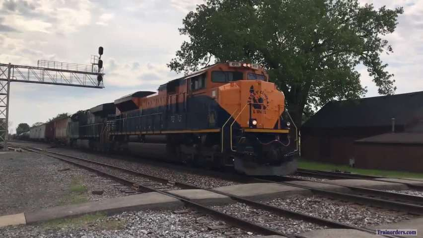 A freshly painted Central of New Jersey 1071 on 146 train