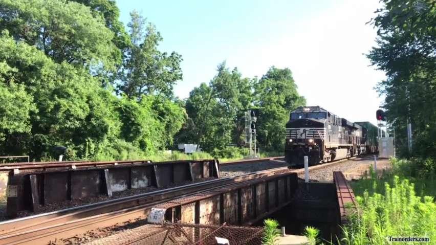 NS 20Q at track speed through Perkiomen Junction