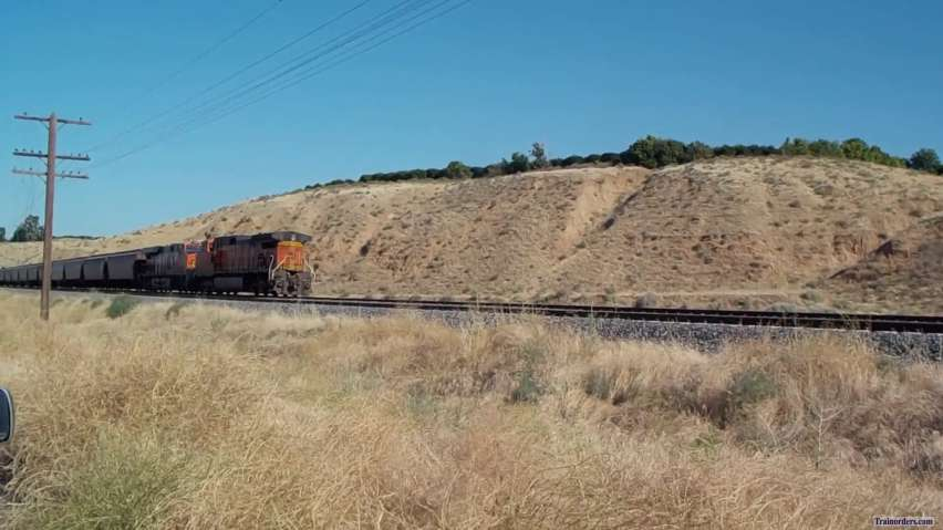 A Little BNSF Action at / near Bakersfield