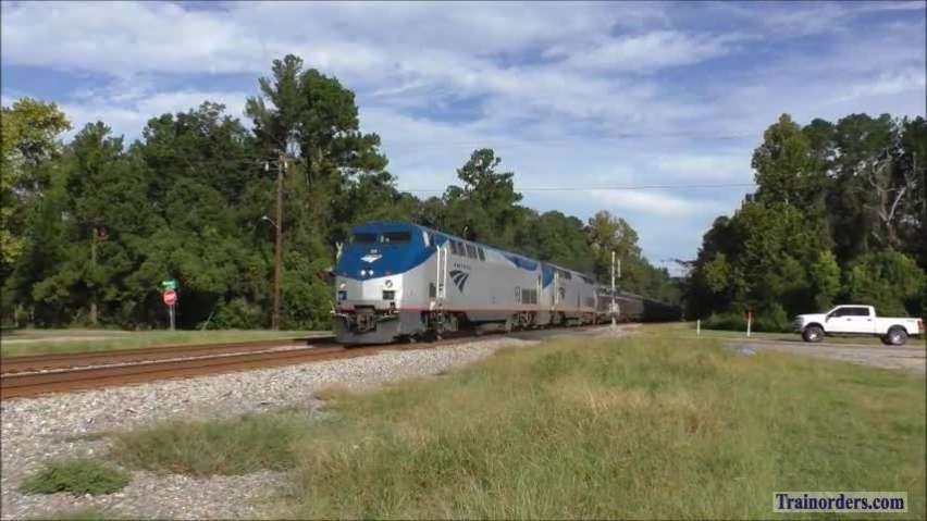 Amtrak Silver Meteor with extra diner