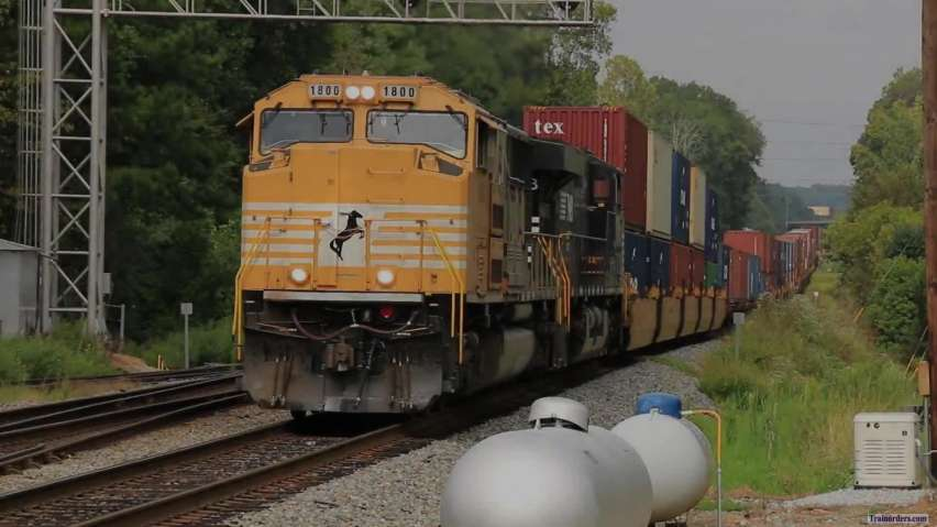 NS EMD #1800 SD70ACC Leads NS 223 South Into Austell