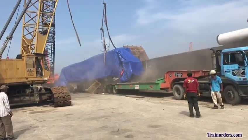 A wrong way to unload a locomotive