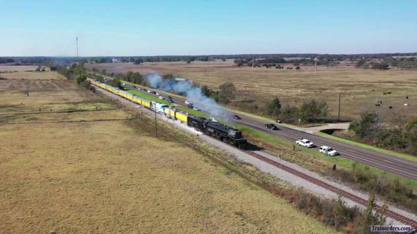 UP 4014 at Hearne Texas