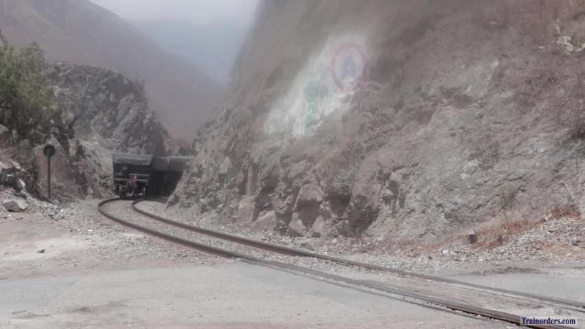 FCCA SD40T-2/SD40-2 climb 4% Horseshoe curve out of San Bartolome