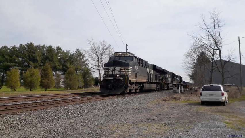 NS21M doing track speed Bowers, PA NS  Reading Line this morning