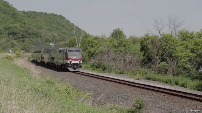 Several videos of the Empire Builder along the Mississippi