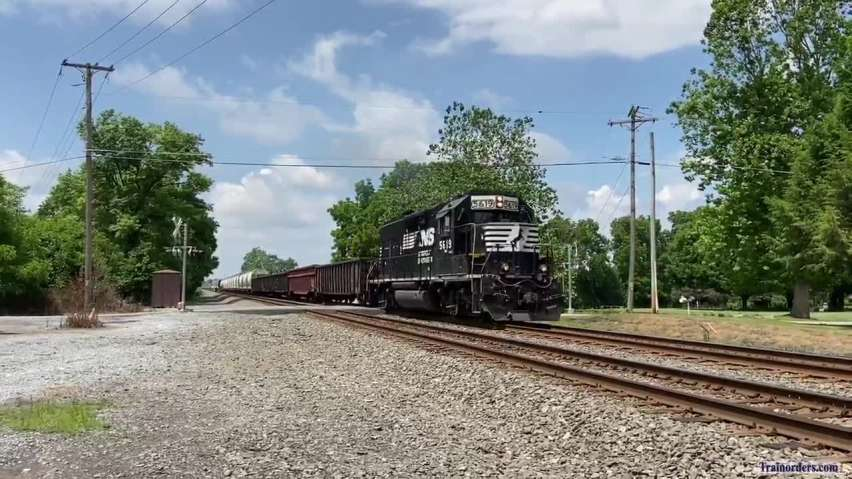 H47 accelerating through Bowers, PA