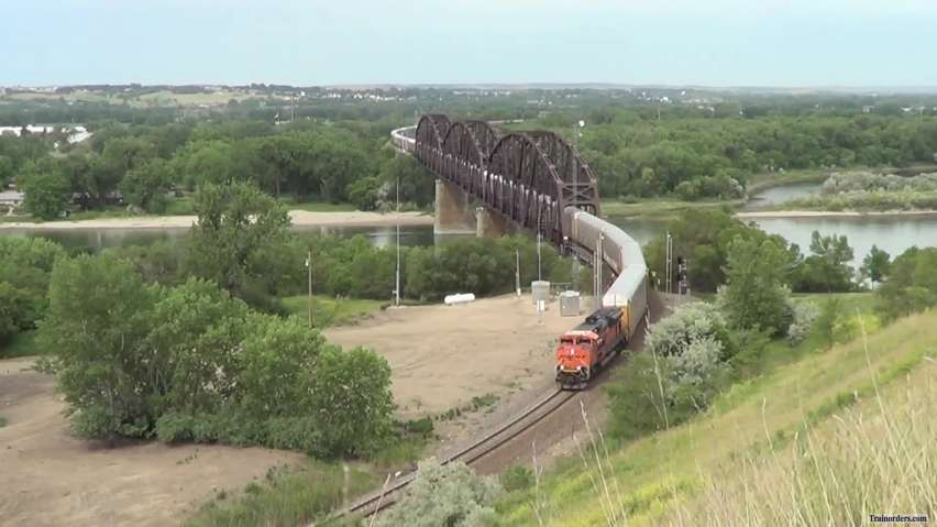 Howling SD70ACe climbing out of Mandan, ND