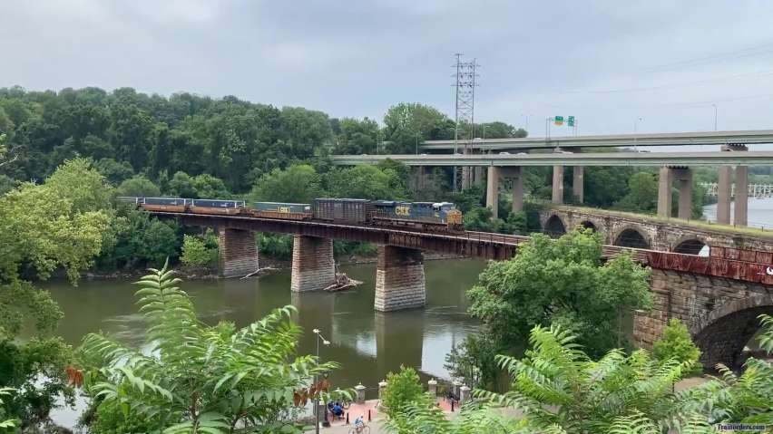 CSX Q032 Over the River in Philly