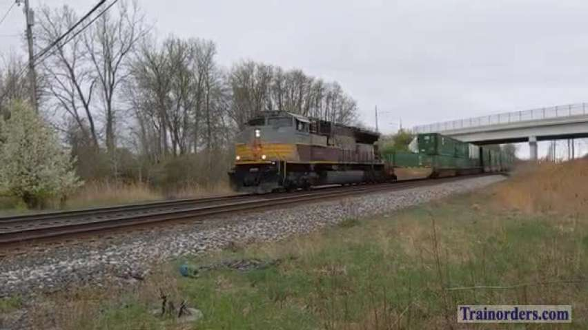 CP Heritage SD70ACU with CP ES44AC as Rear DPU