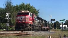 NS #911 Leading train 90M